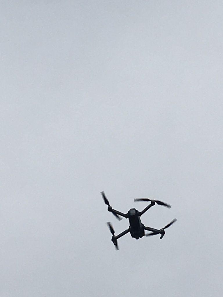 TYLER est un passionné d'informatique (il est ingénieur chez YouTube) et il nous a fait une démonstration de son drone pliable avec caméra, une petite merveille technologique.