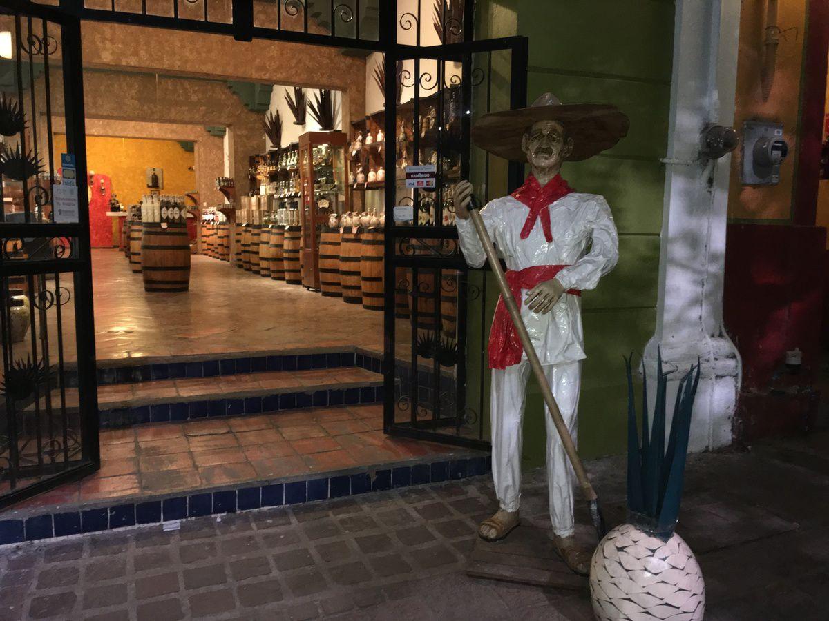 à TLAQUEPAQUE, ambiance mexicaine, tequila (agave) art, traditions et plats mexicians