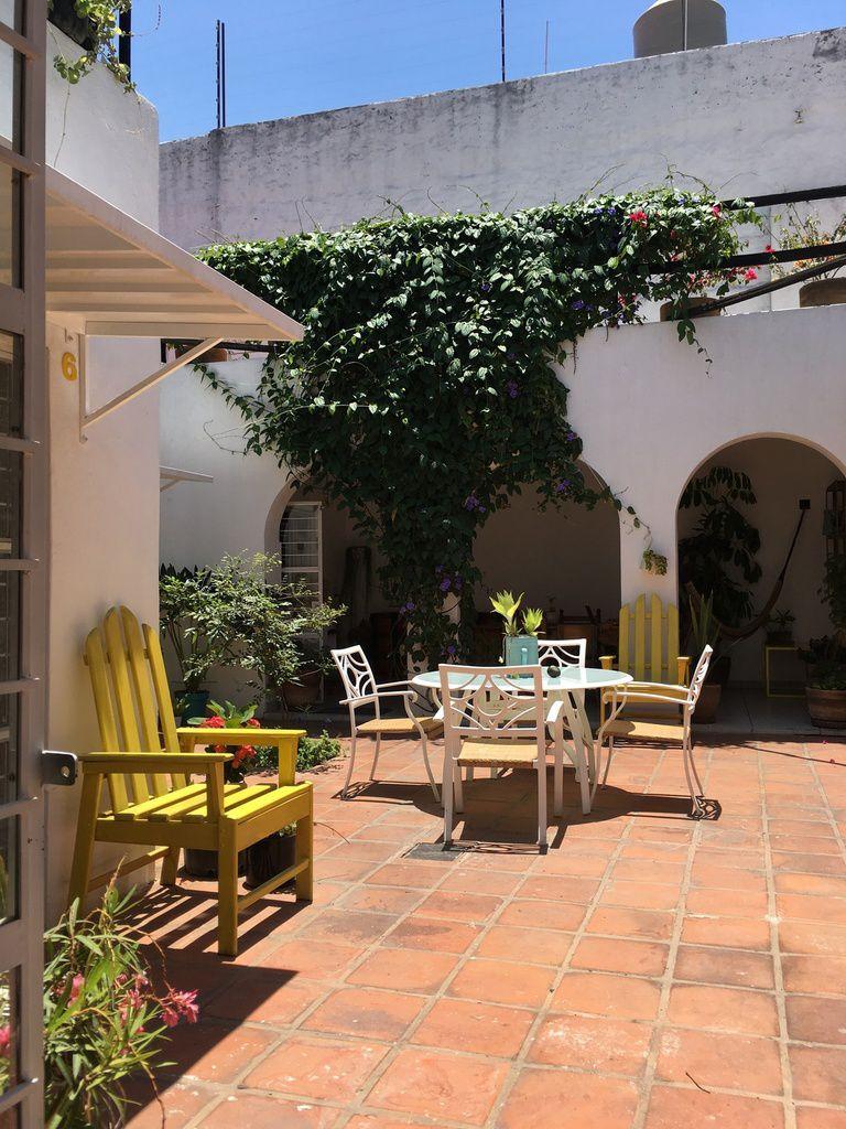 Un coup de coeur, tout près du centre-ville de GUADALARAJA, derrière une porte jaune.