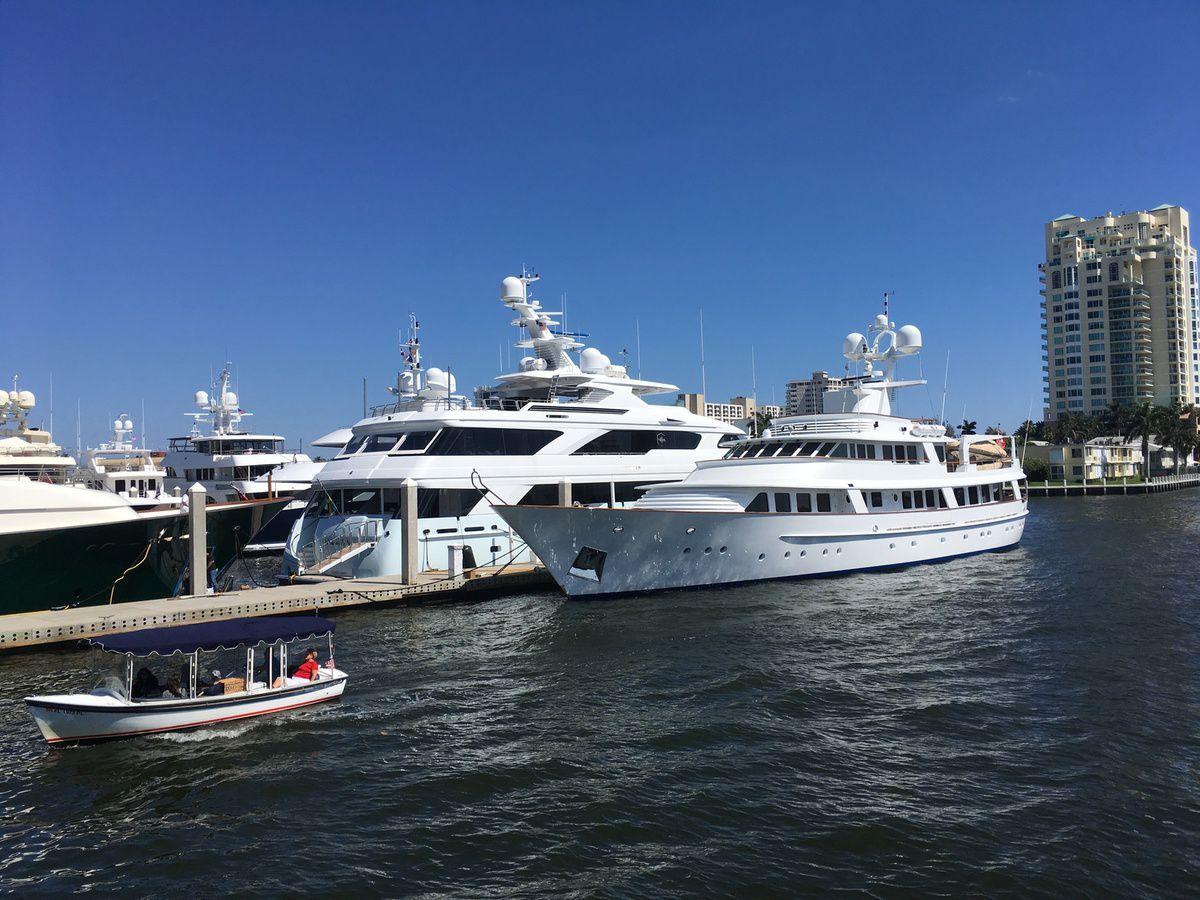 Des yachts partout, le luxe à l'américaine (hélico sur le yacht)