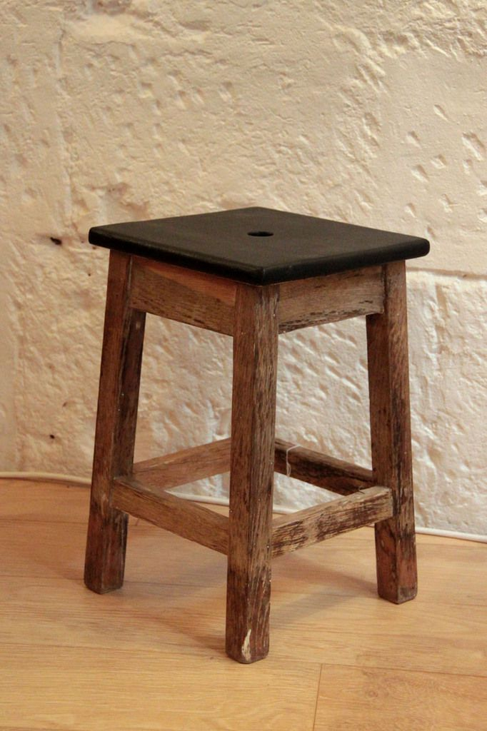 tabouret ancien en bois plateau peint en noir vendu ibidum 13 rue de la fonderie toulouse. Black Bedroom Furniture Sets. Home Design Ideas