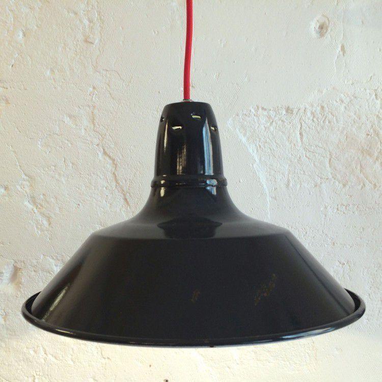 Ancienne lampe suspension industrielle gamelle d'atelier en tôle émaillée noire (vendue)