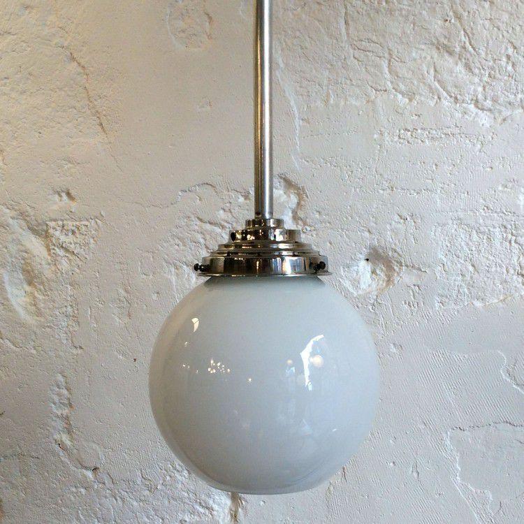 Lampe suspension luminaire abat jour opaline blanche sur tige