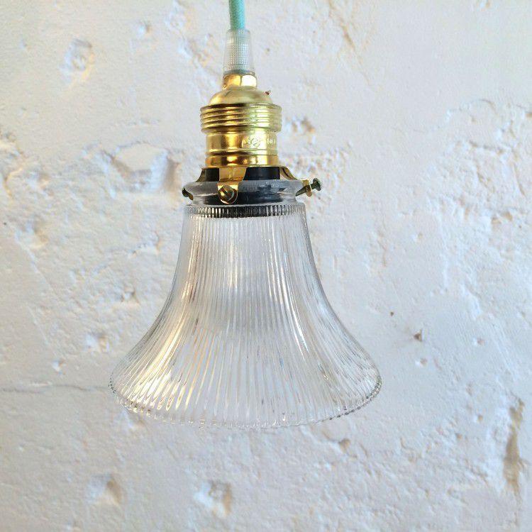 Petite suspension luminaire abat jour transparent en verre strié forme tulipe