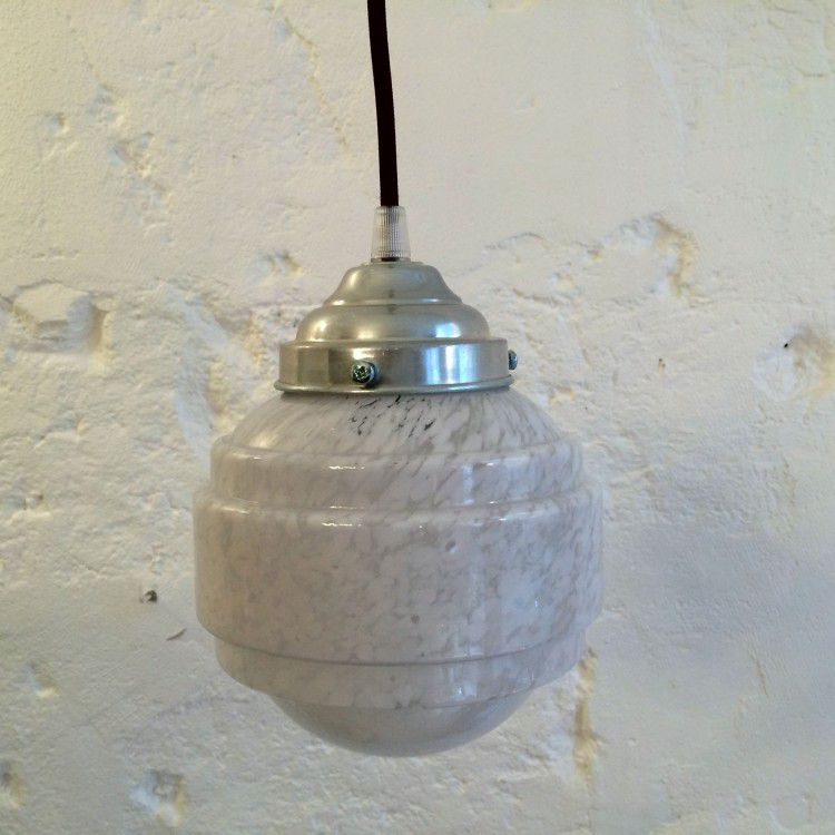 Petite lampe suspension ancien luminaire abat jour en verre Clichy blanc