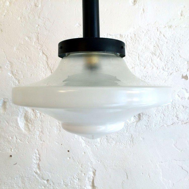 Très grande lampe suspension ancien luminaire abat jour globe en verre blanc forme toupie diamètre 37 cm (vendue)