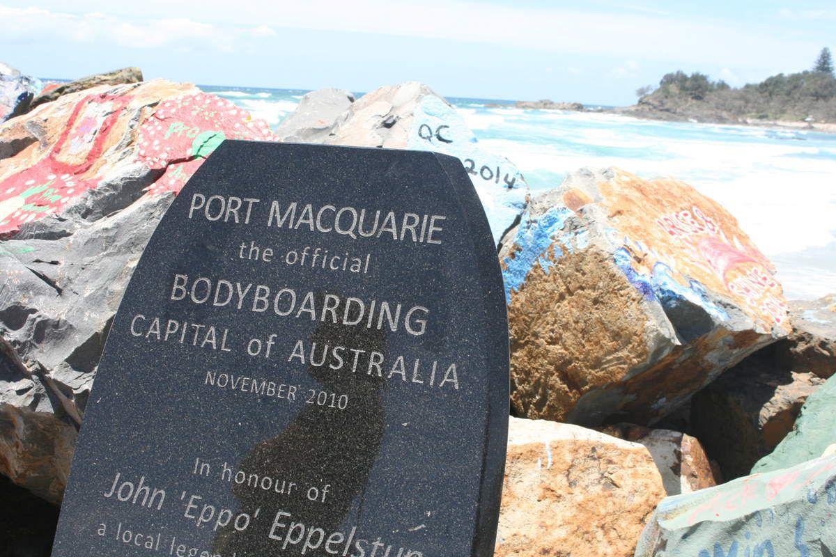 rochers peints par les habitants de Port Macquarie / painted rocks by inhabitants of Port Macquarie