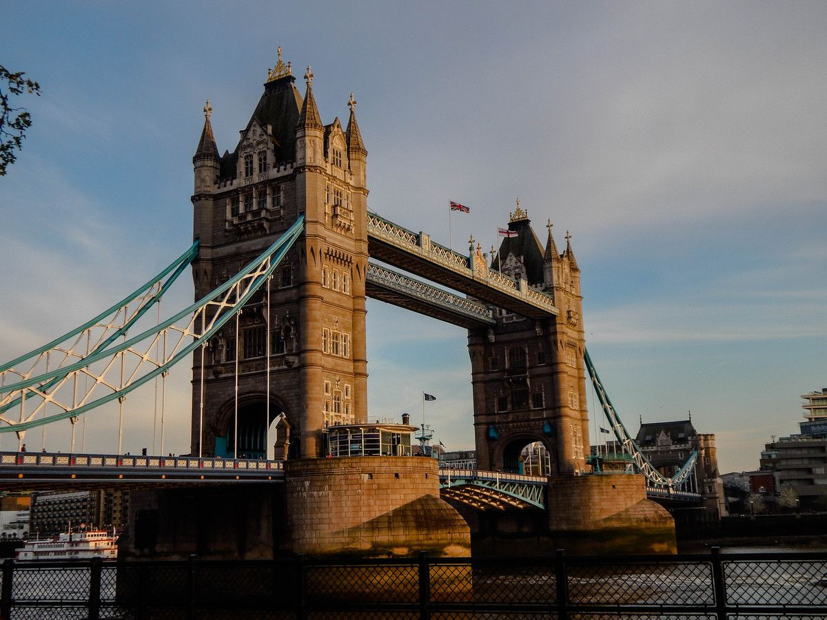 Se retourner vers Tower Bridge