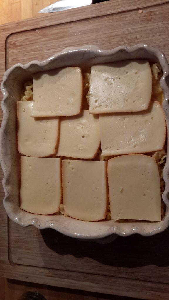 Gratin de pâtes et son fromage à raclette