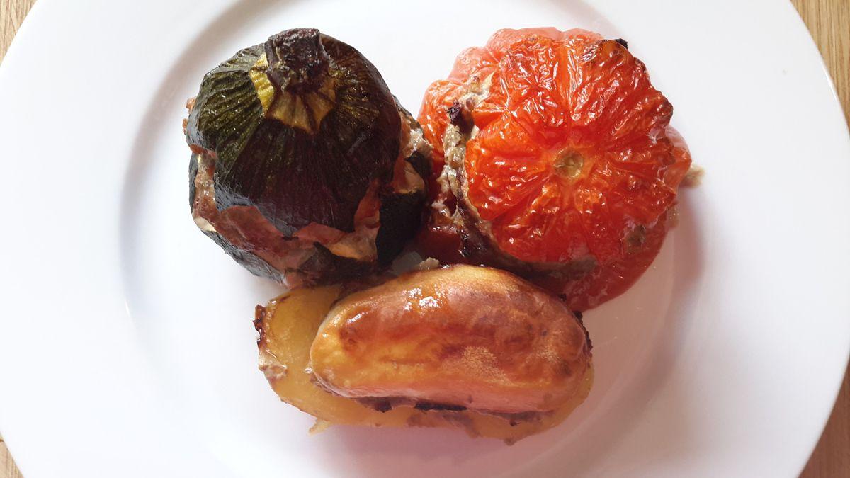 Tomates, courgettes, pommes de terre farcies