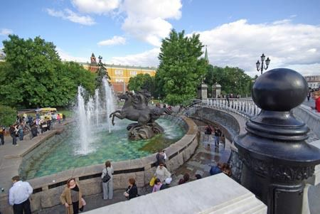 It is a very large park with many fountains, statues and vegetation, and lot of people.