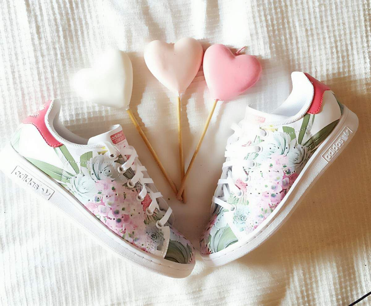 stan smith rose fleurs