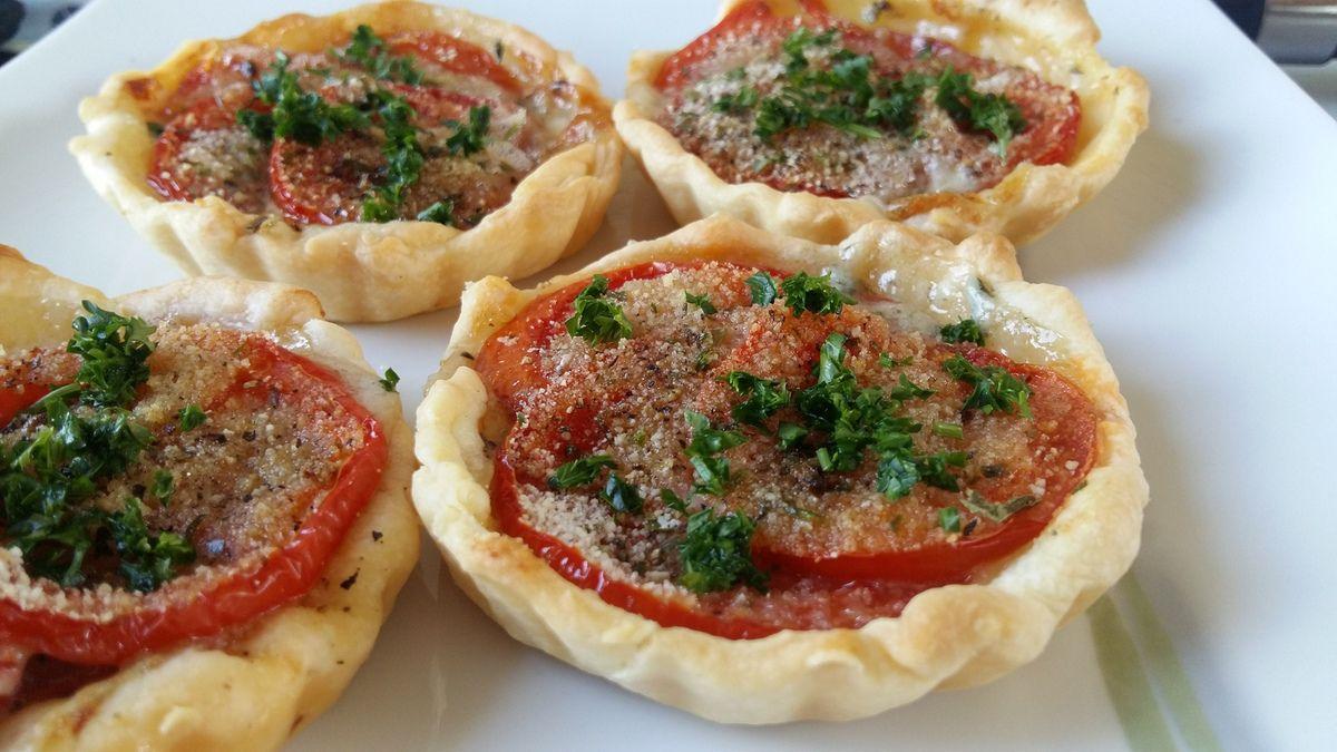 Tartelettes au bleu et à la tomate