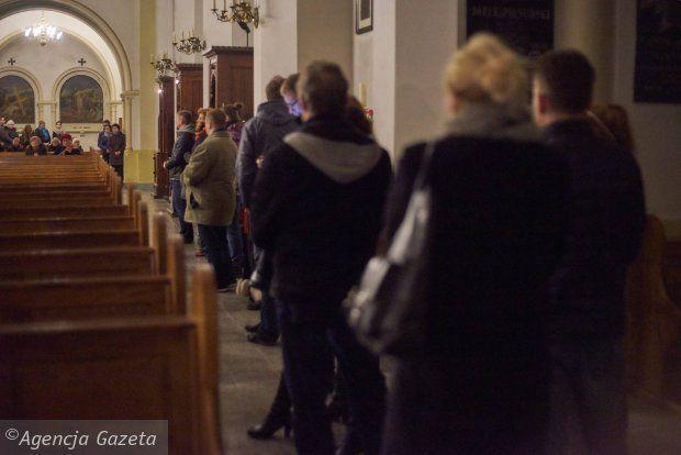 bonne fête de la miséricorde divine à tous ! ce dimanche est la journée que Jésus à choisi pour inviter1max de gens à se faire pardonner ! c'est open bar ! foncer des confessionnaux comme les polonais et revivez heureux !