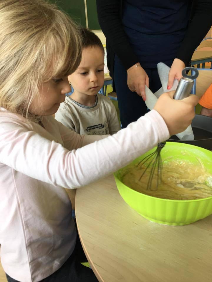 Atelier culinaire , création de serre-têtes lapins et jeux extérieur