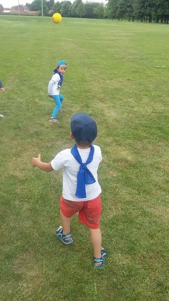 Hier les 5 ans se sont initiés au Baseball au parc Charles Fenain ...