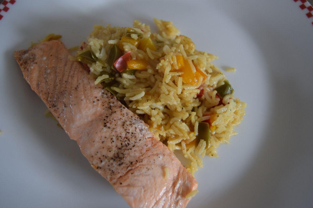 Pav de saumon et son riz de poivrons plaisir de - Cuisiner saumon surgele ...