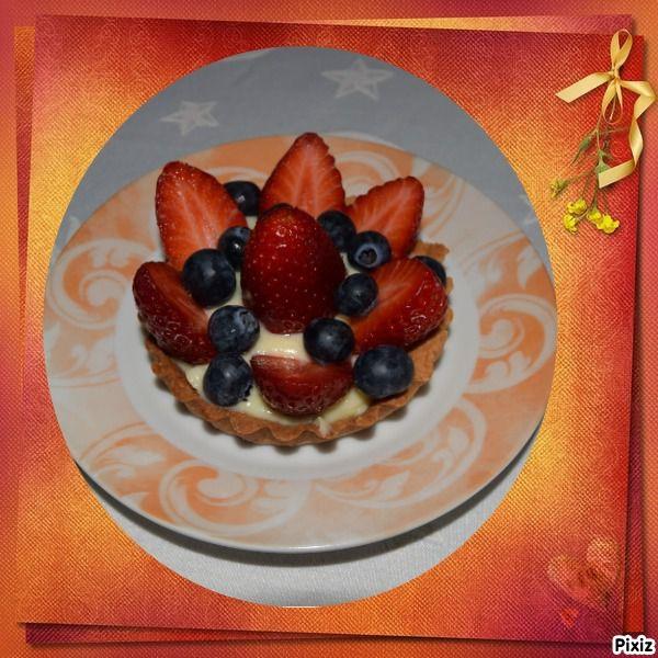 Pas de bavarois pour le repas de Pâques mais une bonne tarte aux fraises et Myrtilles. J'en ai fait 2 en individuelles avec le reste des ingrédients afin de ne pas gaspiller.
