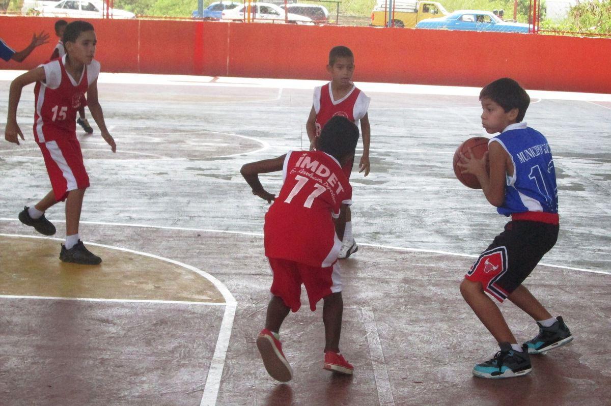 Los jóvenes demuestran su aprendizaje y su talento en cada movimiento y la señora Margarita Cedeño representante de dos pequeños atletas, a gusto con la iniciativa
