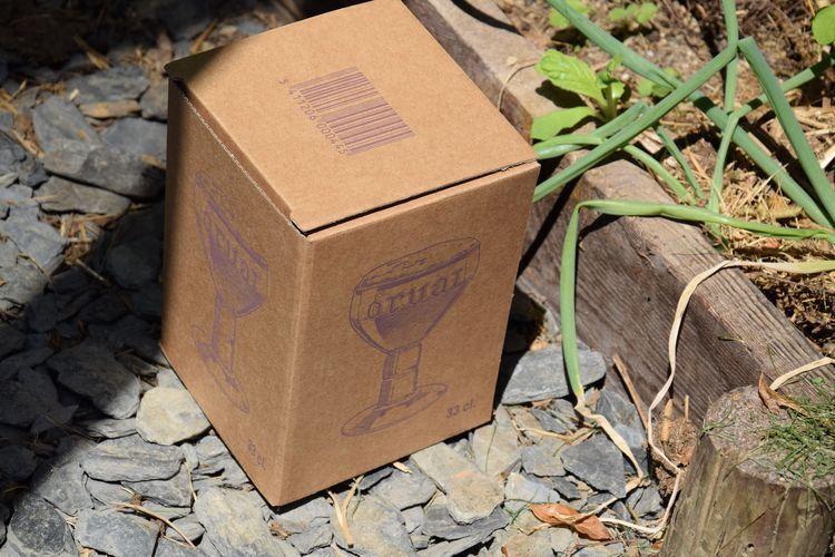 Cette boite contenait un verre à Orval. Pour ceux qui ne connaissent pas, c'est une excellente bière d'abbaye brassée pas loin de chez nous. Les boites ont juste la taille qu'il faut.