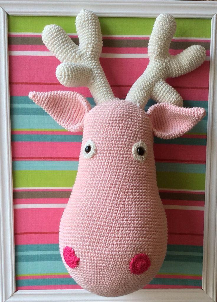 Trophée : Élan rose au crochet.