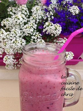 smoothie aux fruits rouges et lait d'amande