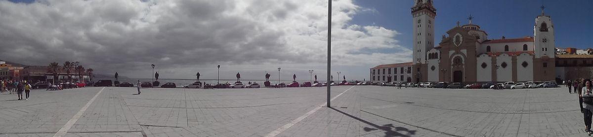 La place de la Patronne des Canaries (vue panoramique)