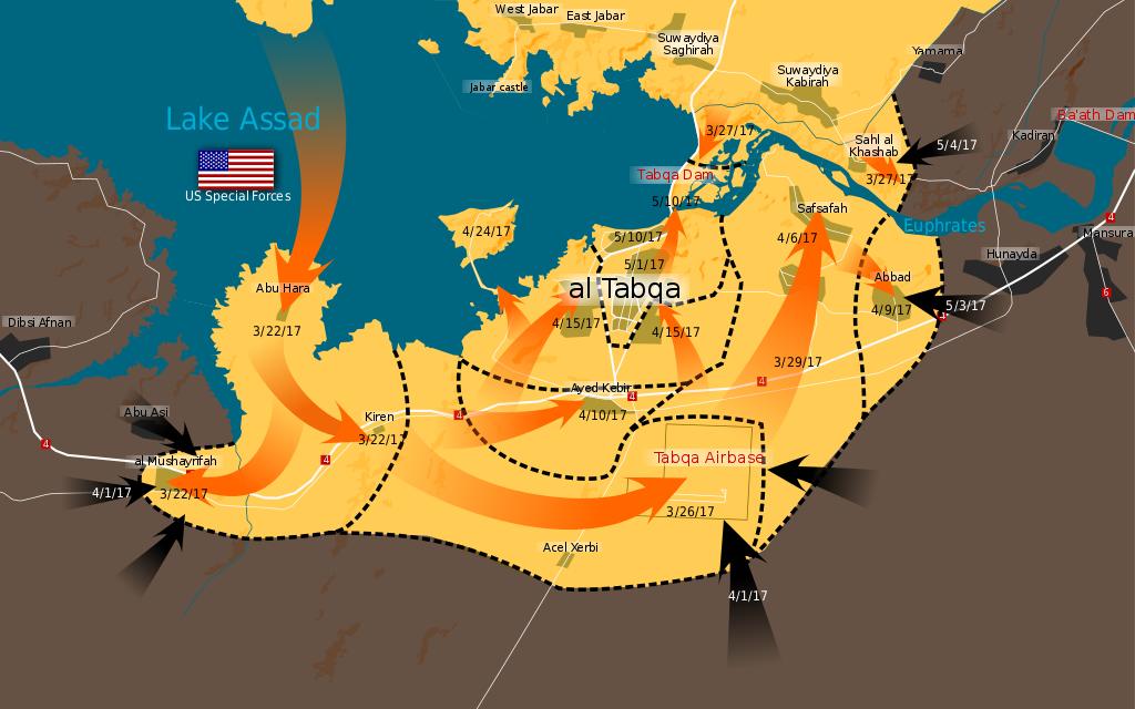 Carte des opérations de la bataille de Taqba (2017) du 22/03 au 10/05/2017. En noir : l'EI ; en jaune : les FDS. Wikipedia.