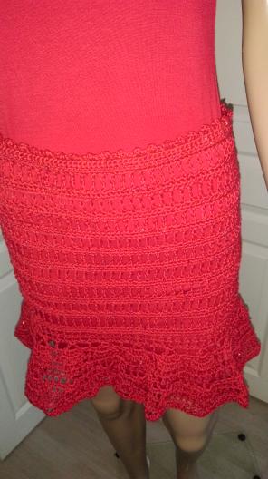 Jupe au crochet rouge