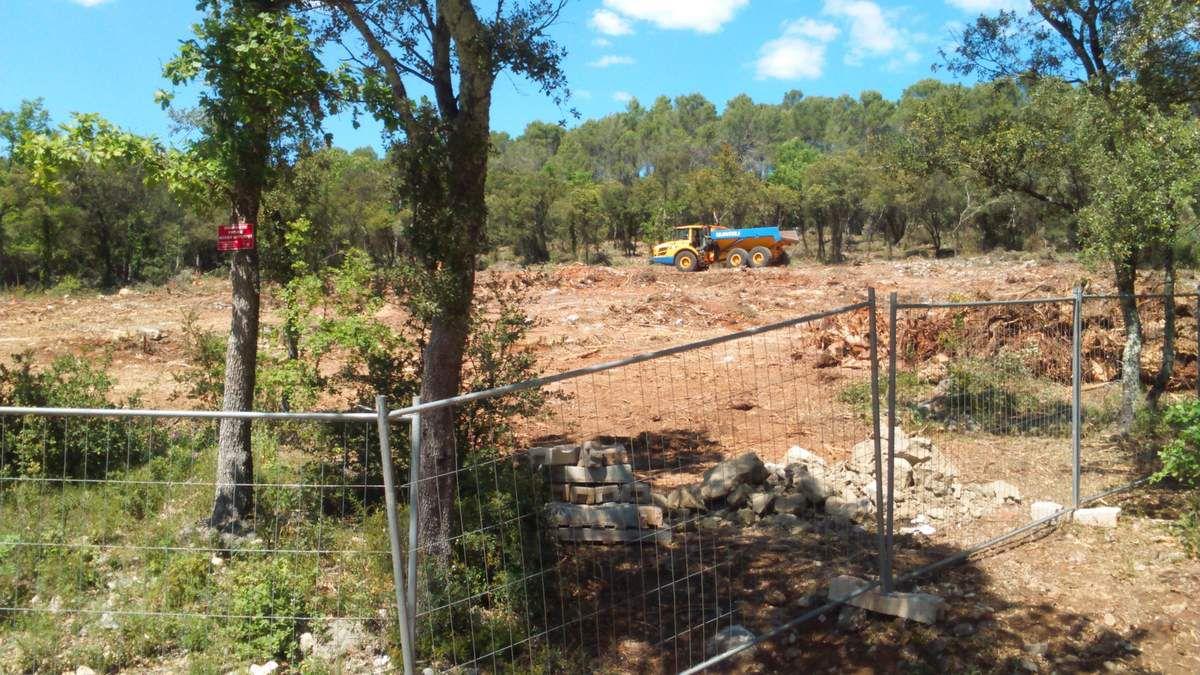 Janvier et Mai 2016, à Lorgues ...Gestion des forêts ? Construction à venir ?
