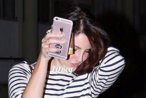 Lana Del Rey sortant de chez le coiffeur (16/09/2016)