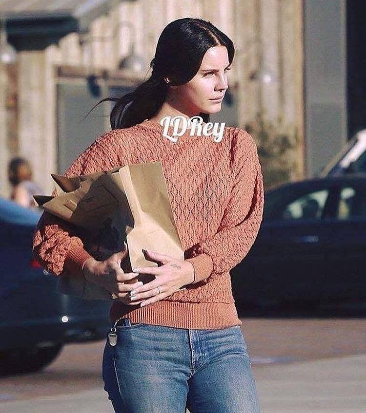 Lana Del Rey aperçue à Malibu (03/10/2016)