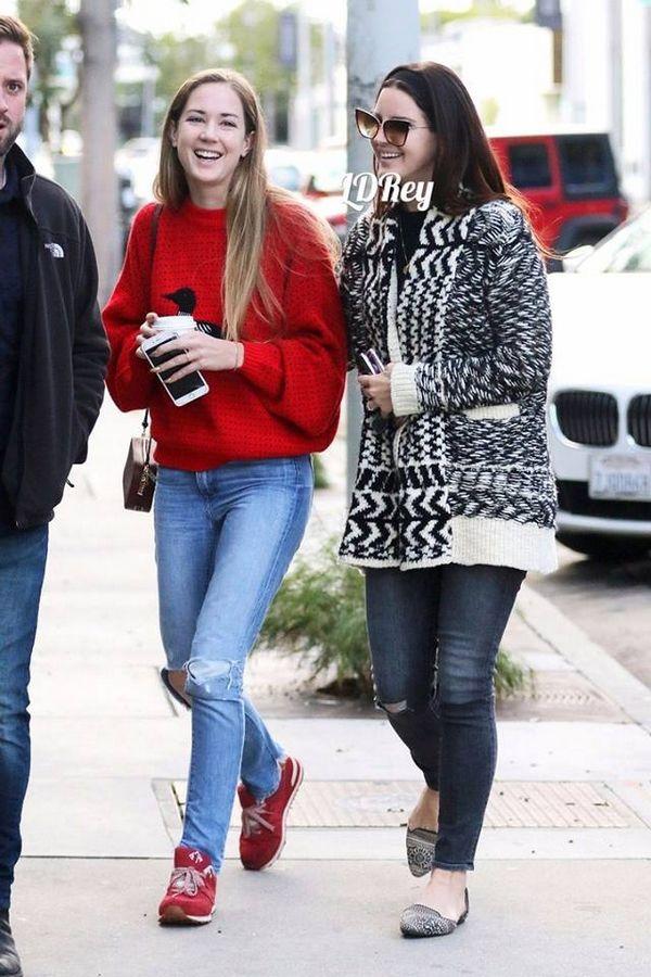 Lana Del Rey aperçue à Hollywood (27/11/2016)