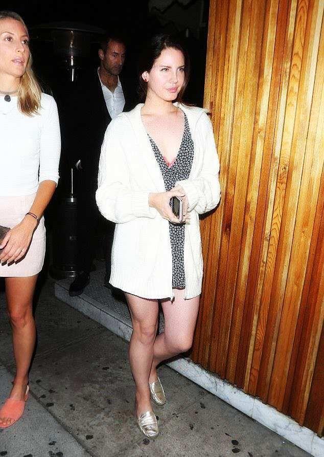 Lana Del Rey aperçue à Los Angeles (18/06/2017)
