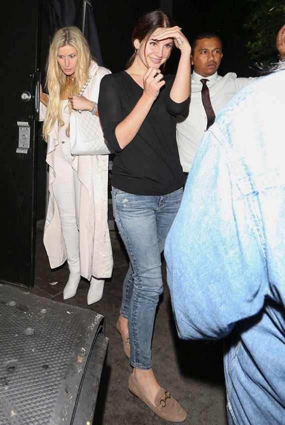 Lana Del Rey aperçue à Los Angeles (06/07/2017)