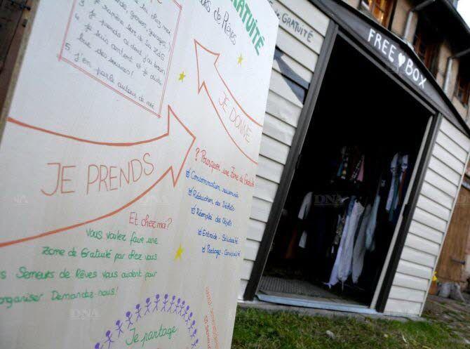 La cabane de gratuité est un espace non-marchand permanent ouvert à tous, tout le temps. Photo : DNA - G.E.