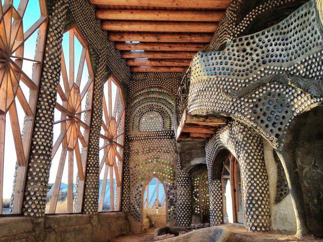 Pneus, soleil et recyclage : bienvenue dans le monde étonnant des maisons « géonefs »