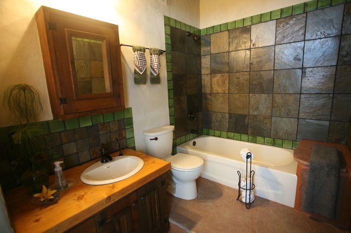 Dans les salles de bain, deux robinets : l'un pour se laver, l'autre pour l'eau potable.