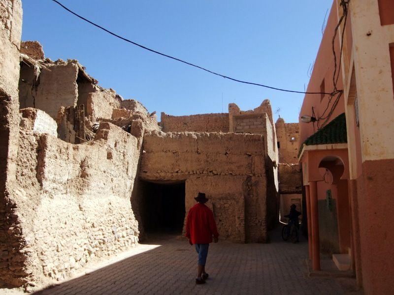 Abdellah nous guide vers l ancienne kasbah et les ruelles souterraines