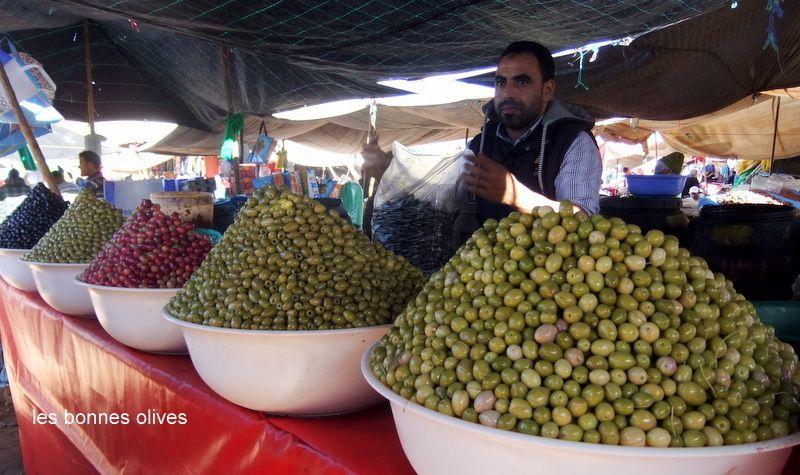CE QUE NOUS MANGEONS AU MAROC    sur la cote atlantique les exellents poissons puis les tajines, couscous  fruits et légumes variés patisseries marocaines avec amandes, fleur d oranger et cannelle