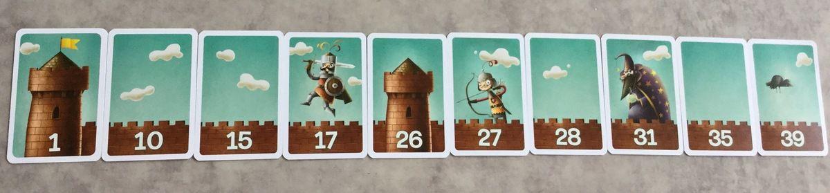Quand un joueur a réalisé un rempart  de 10 cartes, remporte la partie