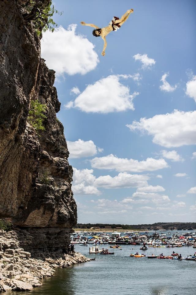 Jésus plus proche de vous : épisode 1 - Jésus fait du cliff diving