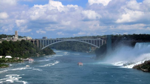 Le pont entre les deux pays
