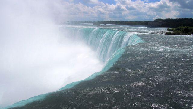 Côté canadien, les chutes sont appelées le fer à cheval