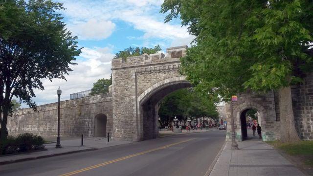 La rue Saint-Louis jusqu'au château Frontenac, et vue sur le quartier du Vieux Port.