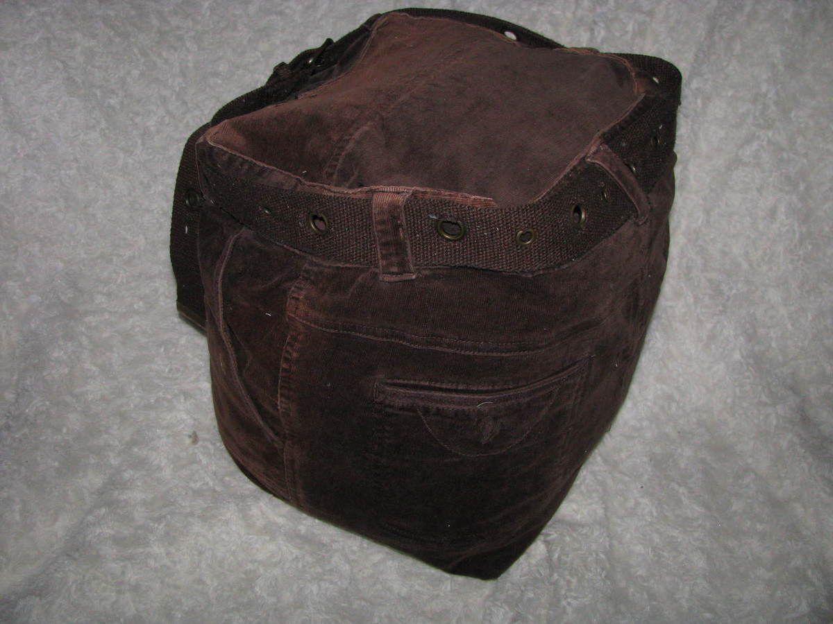 Le pantalon marron