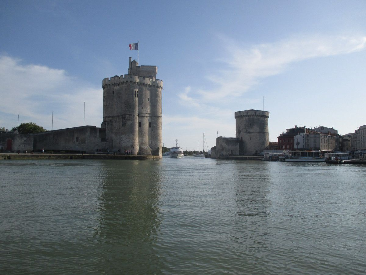 la frégate est le Shtandard -frégate russe du 18ème - à Rochefort le 08 07 16.