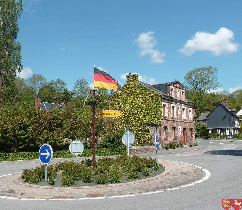 Panneaux offerts à la commune d'Ouville-la-Rivière par nos amis allemands lors de leurs venues en Basse-Saâne cette année