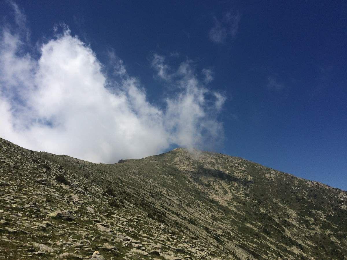 Parti a deux pour une journée des plus coriace en terme de denivele car c est tout bonnement un 1700 m de denivele qui nous attend , le but le roc Negre par le pic de Galinasse en partant du refuge de Batere.