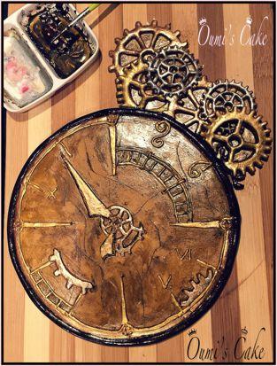 Topper horloge steampunk - 100% comestible - pâte à sucre et colorants alimentaires - réalisé à la main - rouages avec emporte pièce